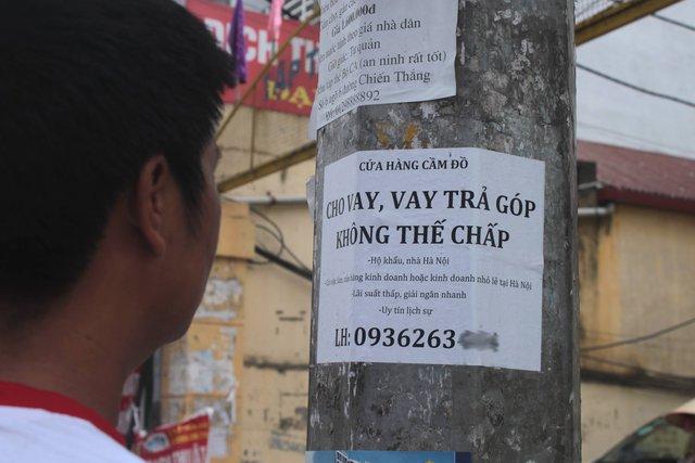 Quảng cáo rao vặt tràn lan đường phố... Ảnh:HP