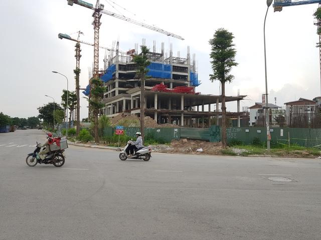 Dự án nhà ở cho cán bộ của huyện Thanh Trì sau 5 năm triển khai (ảnh chụp ngày 26/6/2017). Ảnh: Đỗ lực