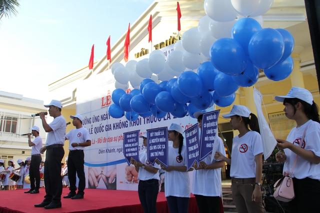 Khánh Hòa đang nỗ lực truyền thông cộng đồng thực hiện Phong trào không hút thuốc lá trong các đám cưới, lễ hội trên địa bàn dân cư. ảnh: P.V