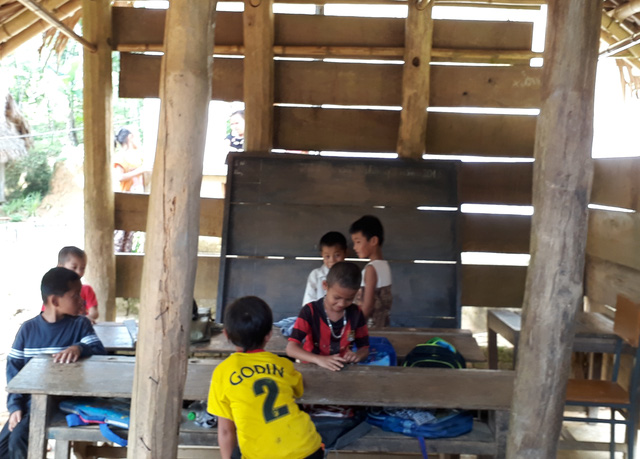 Lớp học điểm lẻ tại khu Lót, xã Tam Văn, huyện Lang Chánh. Ảnh: N.H