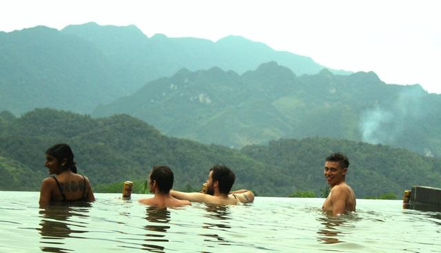 Hiếm có nơi nào có sự gần gũi giữa thiên nhiên và con người như ở điểm du lịch cộng đồng huyện Bá Thước, Quan Hóa (Thanh Hóa).