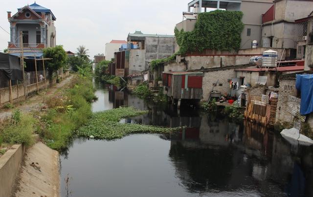 Sông Sắt bị ô nhiễm khá nghiêm trọng. Ảnh: V.Bùi