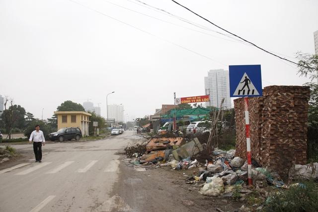 Rất nhiều điểm tập kết rác bừa bãi gây ô nhiễm môi trường và cảnh quan đô thị.