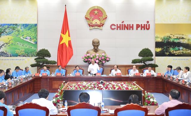 Thủ tướng Nguyễn Xuân Phúc chủ trì buổi làm việc với Đoàn Chủ tịch Tổng Liên đoàn Lao động Việt Nam tại Trụ sở Chính phủ. Ảnh: VPCP