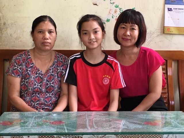 Tuệ Nhi - cô học trò nhỏ nghị lực của Làng trẻ Hoa Phượng. Ảnh: T.G
