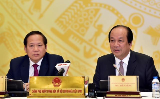 Bộ trưởng, Chủ nhiệm VPCP Mai Tiến Dũng (phải) và Bộ trưởng Bộ Thông tin và Truyền thông Trương Minh Tuấn tại buổi họp báo. Ảnh: CP
