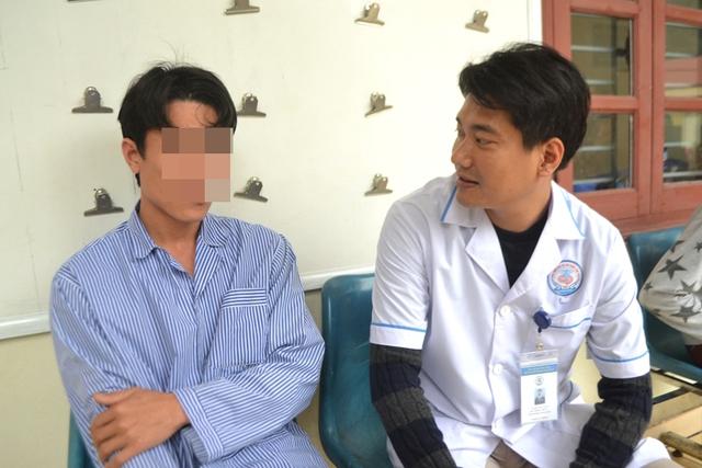 Vợ chồng anh Chung luôn tự hào vì được chăm sóc cho những bệnh nhân đặc biệt. Ảnh: Đ.T