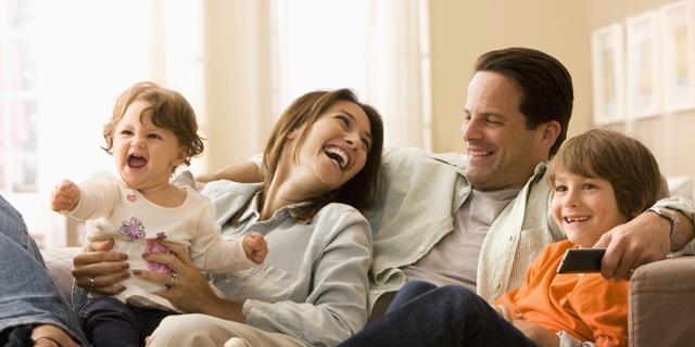 Vợ chồng hòa thuận mang hạnh phúc đến cho cả gia đình.