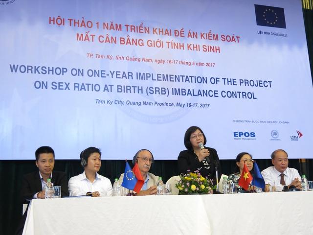 Tại Hội thảo, các chuyên gia quốc tế đã chia sẻ những kinh nghiệm, đưa ra khuyến nghị cho Việt Nam trong việc giảm thiểu MCBGTKS. ảnh: V.Hà