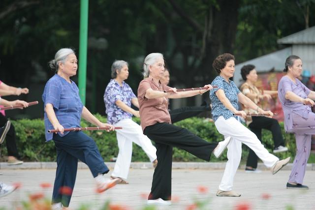 Hiện nay, số người cao tuổi của Việt Nam chiếm 11% dân số. Ảnh: Chí Cường