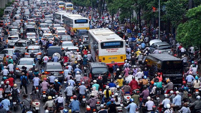 Sau hơn 4 năm đổi giờ học, giờ làm, thành phố Hà Nội tiếp tục ra phương án rà soát để điều chỉnh. Ảnh: PV