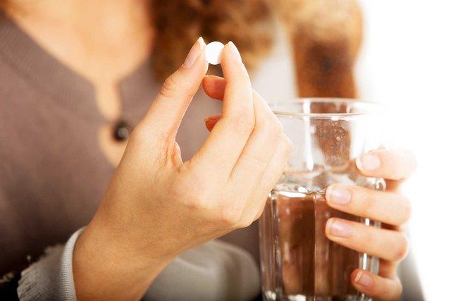 Theo các chuyên gia y tế, việc lạm dụng thuốc tránh thai quá nhiều có thể mang đến những tác dụng phụ nguy hiểm. Ảnh minh họa