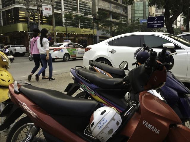 Một điểm giữ xe trái phép xuất hiện gần trụ sở Công an phường Trung Liệt (Đống Đa, Hà Nội).