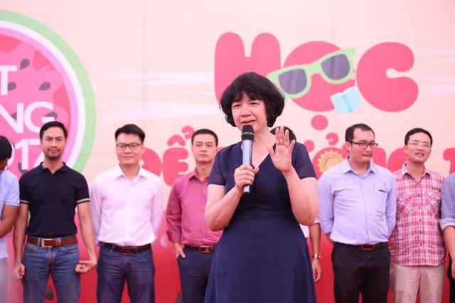 TS Trịnh Thu Tuyết trong một sự kiện tư vấn ôn thi THPT Quốc gia năm 2017. Ảnh: QA