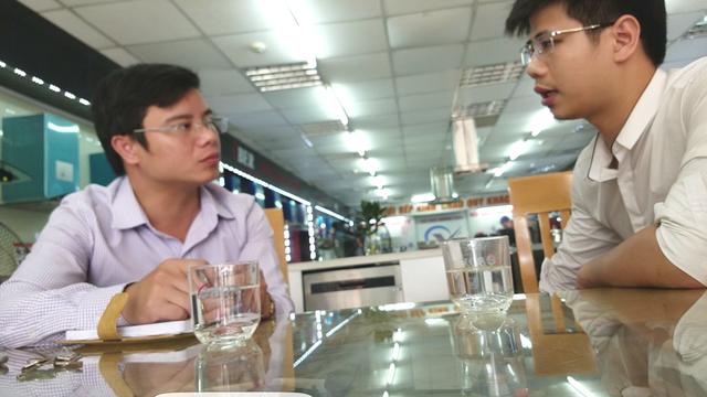 Ông Lê Hồng Phong, đại diện Uber Việt Nam làm việc với PV