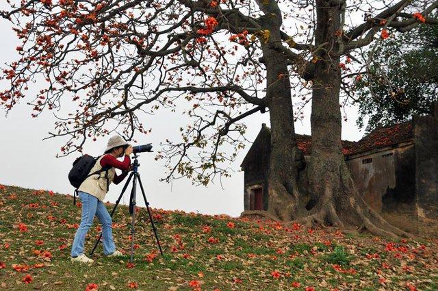Nguyên hiệu phó Đại học Văn hóa với niềm say mê với nghệ thuật nhiếp ảnh.