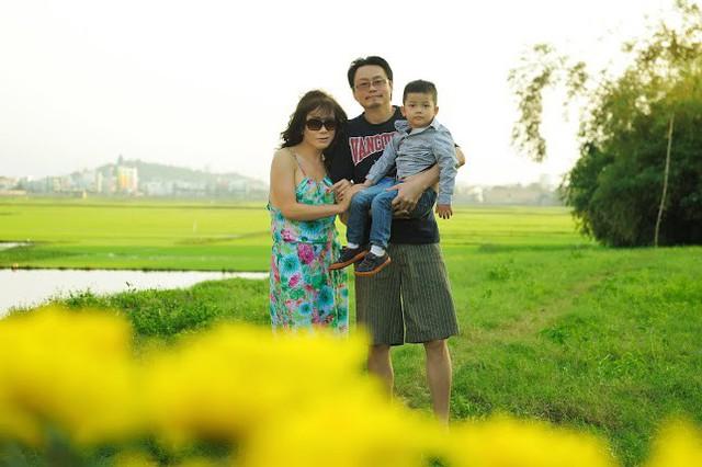 Ông xã của nữ ca sĩ chuyển giới rất chiều chuộng vợ con. Di Yến Quỳnh luôn tự hào khoe cô là một trong số những người chuyển giới may mắn có được người chồng lý tưởng và tổ ấm hạnh phúc, đủ đầy.