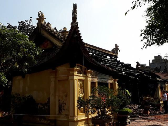 Cảnh đình Lưu tan hoang sau đám cháy