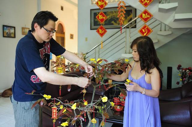 Nữ ca sĩ hải ngoại khoe chồng rất thích về Việt Nam, nếu không vì công việc, anh muốn kỳ nghỉ dài ngày hơn.