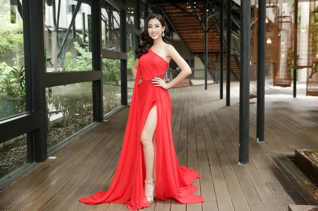 Đương kim Hoa hậu Việt Nam luôn tạo ấn tượng về sự thân thiện