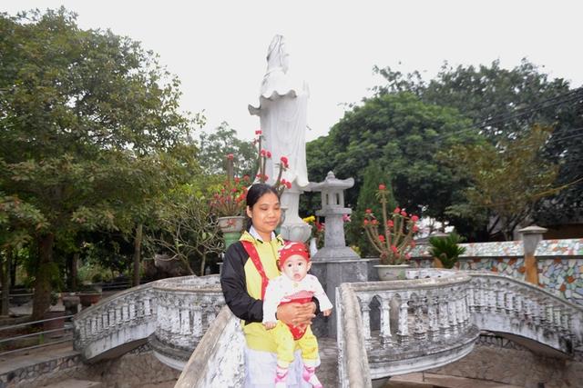 Mặc dù có nhiều người hỏi xin, nhưng nhà chùa vẫn mong gia đình cháu bé sớm liên lạc