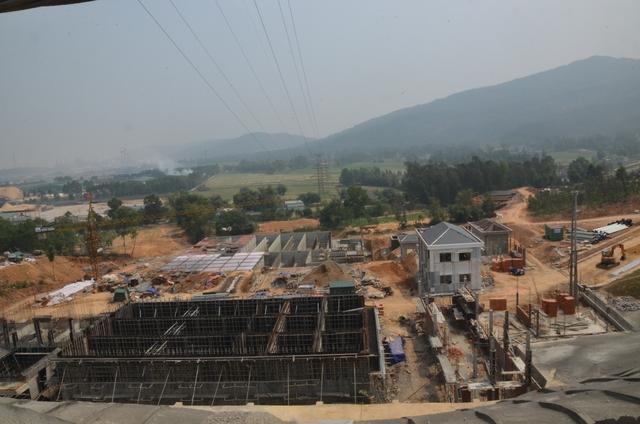 Nhà máy nước Quế Sơn đang được xây dựng dở dang. Ảnh: HC