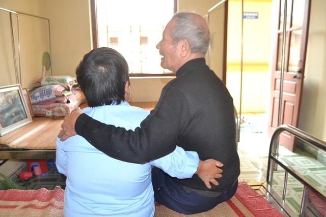 Từ sự sẻ chia và tâm sự đã gắn kết ông Phấn, bà Lành với nhau. Ảnh: Đ.Tuỳ