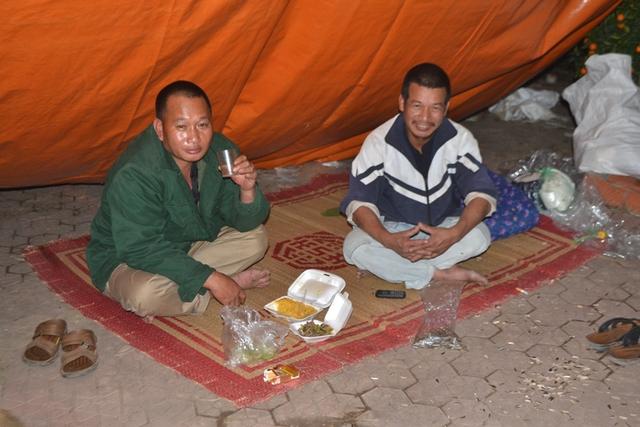 Những bữa ăn lúc nửa đêm của các chủ hàng