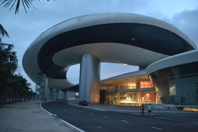 Công trình Cung quy hoạch, hội chợ, triển lãm và văn hoá tỉnh Quảng Ninh được đầu tư gần 1.200 tỉ đồng. Ảnh: Đ.Tuỳ