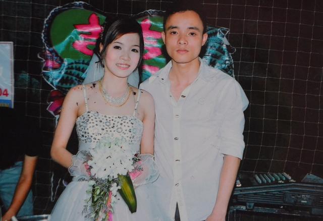 Anh Ninh Văn Quỳnh chụp ảnh trong lễ cưới người thân cách đây 5 năm. Ảnh: Đ.Tuỳ