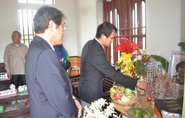 Đại sứ Nhật Bản đến gia đình bé gái người Việt bị sát hại nói lời xin lỗi - Ảnh 1