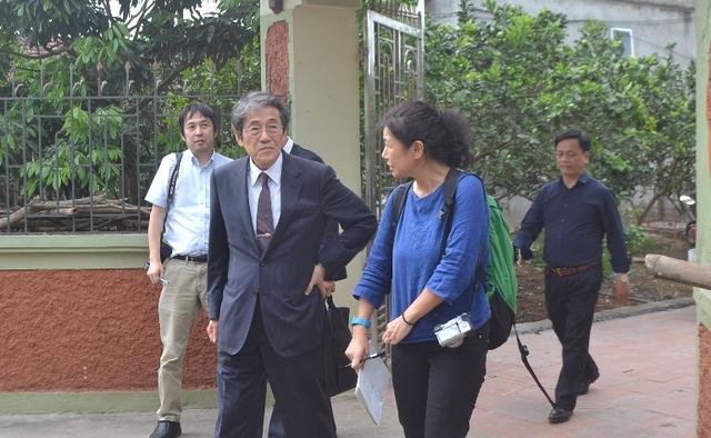 '' Đại sứ Nhật Bản tại Việt Nam cùng lãnh đạo huyện Khoái Châu đến hỏi thăm, động viên ''