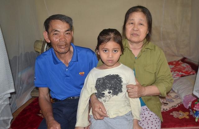 Hoàn cảnh thương tâm của gia đình bà Mít và cháu Mai đang cần lắm những tấm lòng hảo tâm giúp đỡ. Ảnh: Đ.Tuỳ