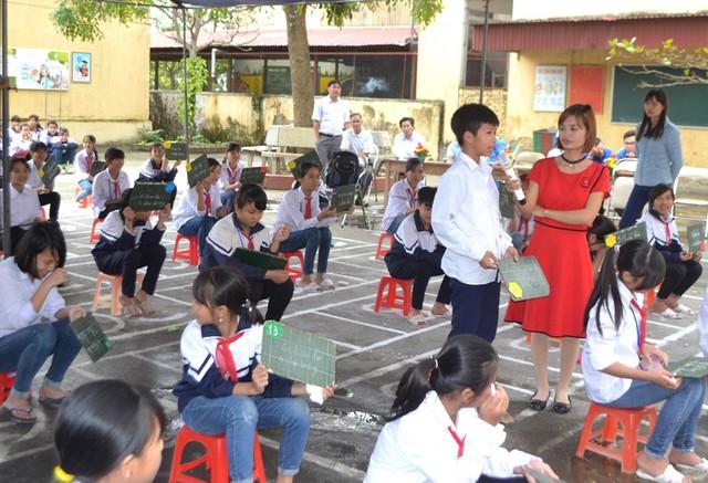 Trong tuần này, gần 1.200 giáo viên hợp đồng tỉnh Hải Dương sẽ nhận được lương. Ảnh: Đ.Tùy
