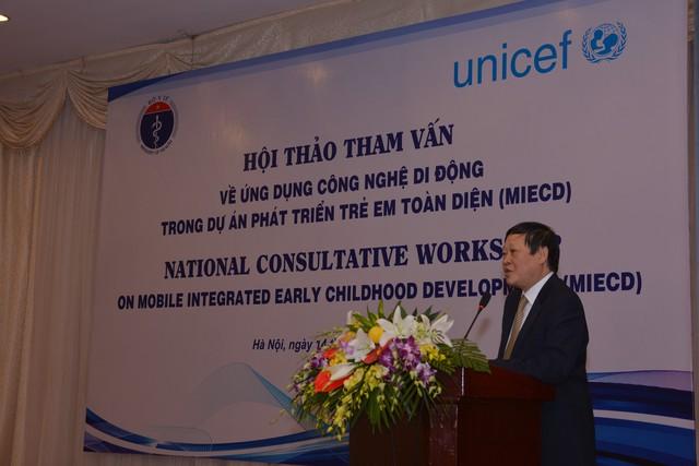Thứ trưởng Bộ Y tế Nguyễn Viết Tiến phát biểu tại hội thảo.