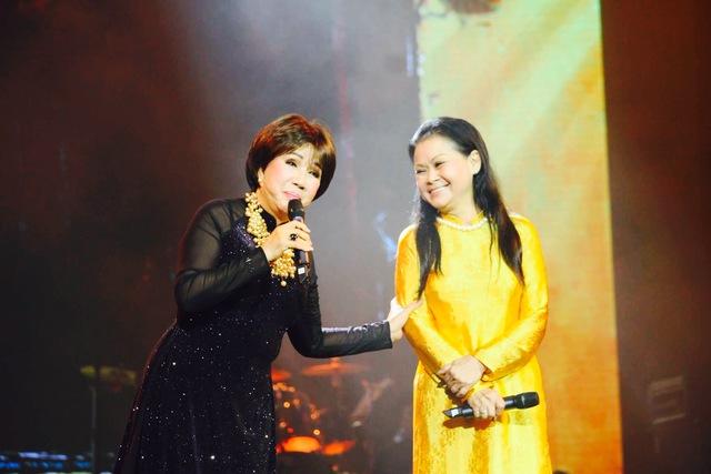 Hai nữ danh ca Khánh Ly và Lệ Thu đã có nhiều dịp đứng chung sân khấu