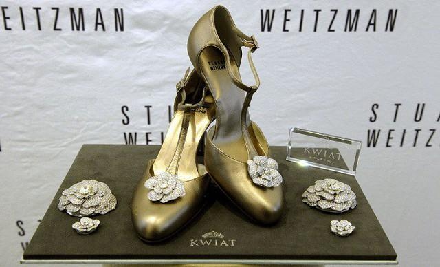 Đôi giày hoa hồng tuyệt đẹp khiến bất cứ phụ nữ nào cũng ao ước có trong tủ giày