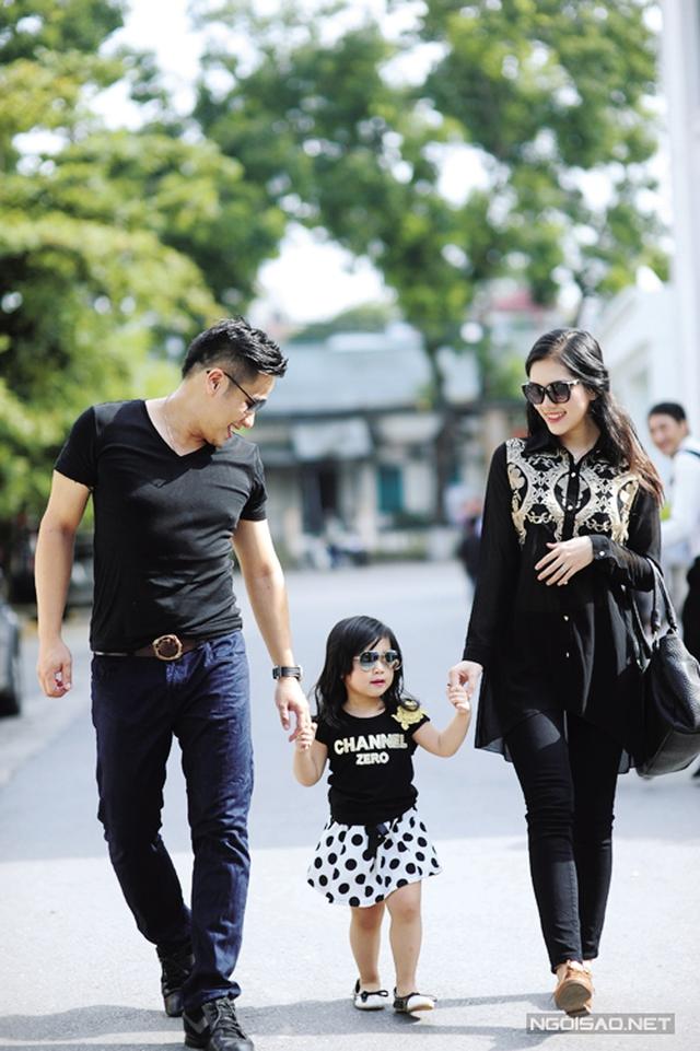 Vợ chồng Minh Tiệp cùng con gái nhỏ. Ảnh: T.L