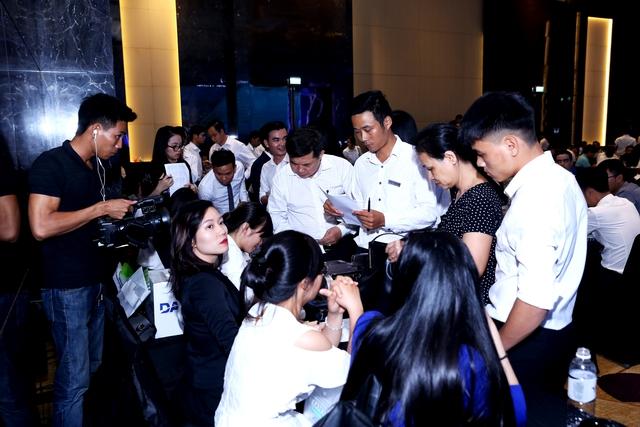 Có nhà đầu tư đăng ký mua cùng lúc nhiều căn condotel tại FLC Grand Hotel Sầm Sơn ngay trong buổi lễ giới thiệu mới được tổ chức tại Hà Nội, khoảng hai tuần ngày trước khi dự án chính thức được khai trương. (ảnh: DanKo Group)