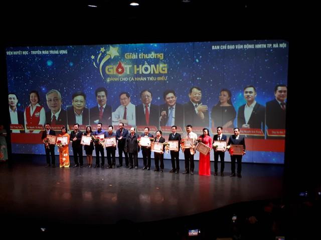 Các cá nhân nhận giải thưởng Giọt hồng năm 2017