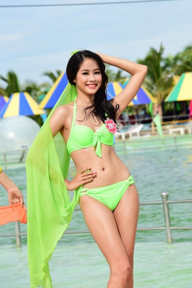 Cô gái Phú Yên sinh năm 1995 gây được cảm tình với khán giả bởi gương mặt khả ai và nụ cười tươi.