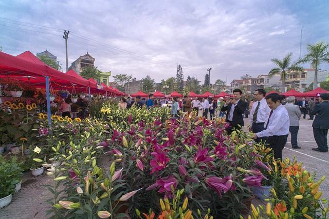 Cũng trong sáng 6/1, lễ hội hoa xuân 2017 được huyện Hoành Bồ tổ chức. Ảnh: H.Hoa