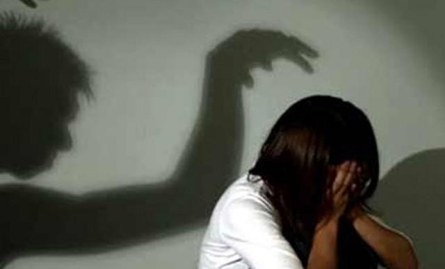 Bị bạn của người yêu hãm hiếp khi người yêu nhờ đưa về