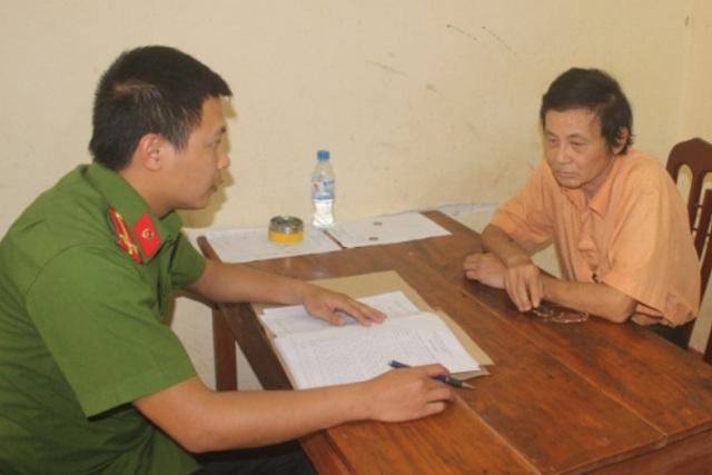 Đối tượng Nguyễn Văn Tuyên tại cơ quan điều tra. Ảnh: N.Tùng