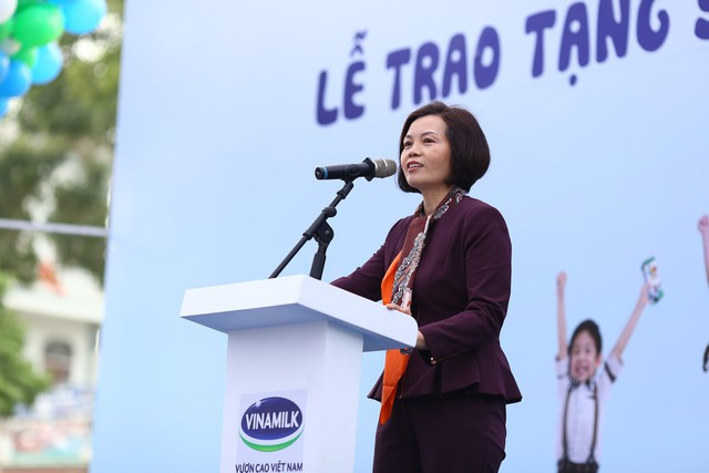 Bà Bùi Thị Hương - Giám đốc điều hành Vinamilk phát biểu tại buổi lễ.
