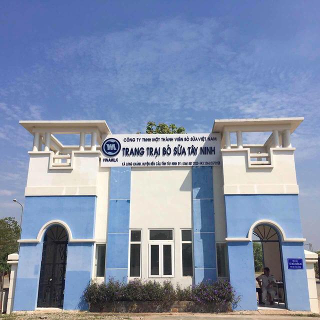 Cổng chính của trang trại Tây Ninh
