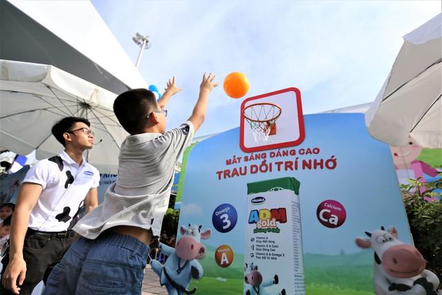 Các bé tới dự sự kiện vô cùng hào hứng với những hoạt động, trò chơi thể chất.