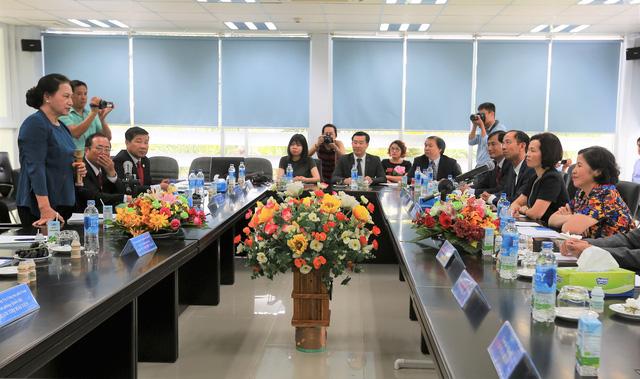 Chủ tịch Quốc Hội và lãnh đạo tỉnh Bình Dương làm việc với lãnh đạo công ty Vinamilk.