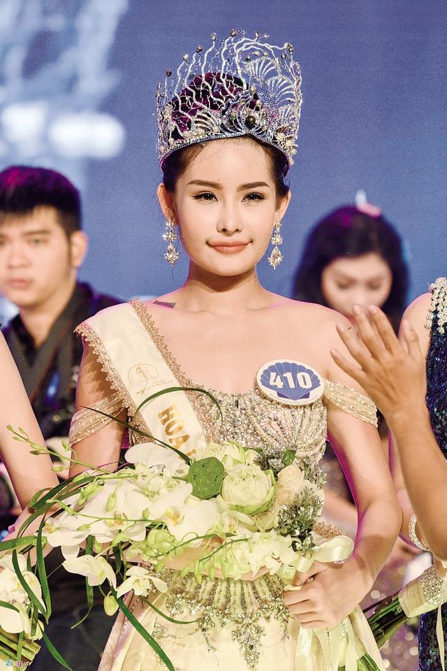 Khoảnh khắc đăng quang của Hoa hậu Lê Âu Ngân Anh. Ảnh: TL