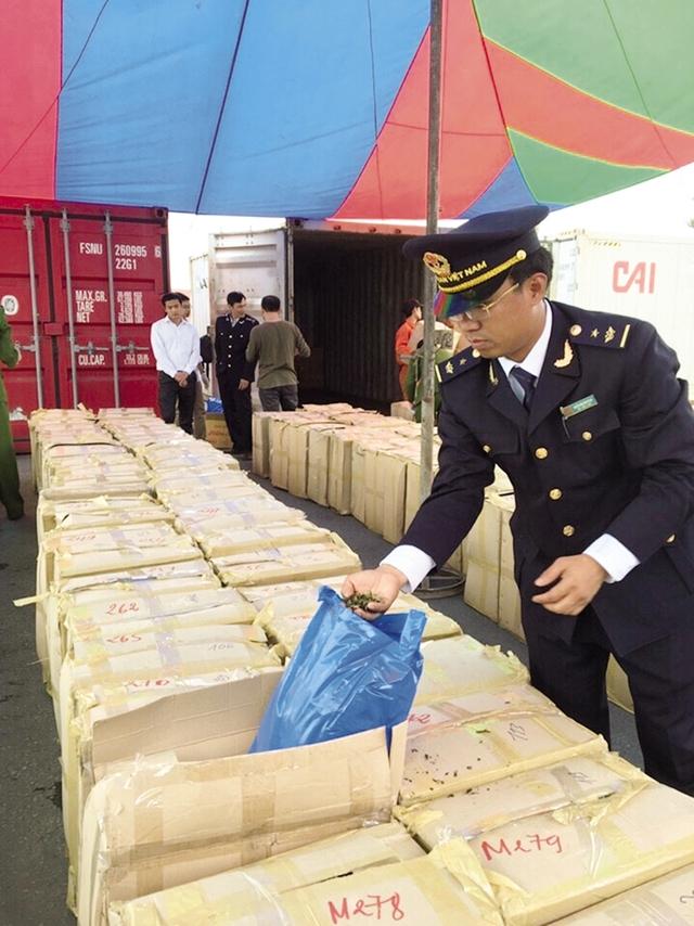 Vụ thu giữ 2,8 tấn lá Khat tại cảng Hải Phòng ngày 21/3 vừa qua. Ảnh: T.L